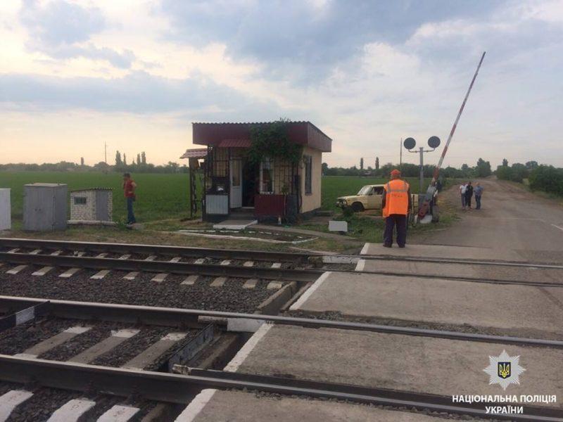 На Николаевщине помощник машиниста умер на станции после того, как поезд сбил женщину