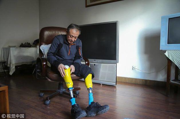 70-летний китаец с ампутированными ногами с пятой попытки поднялся на Эверест