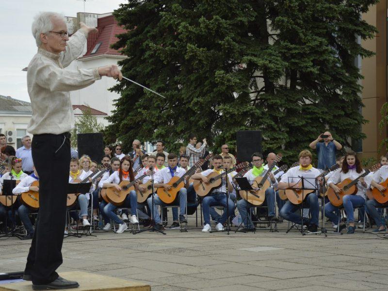 245 гитаристов сыграли в Николаеве гимн Евросоюза