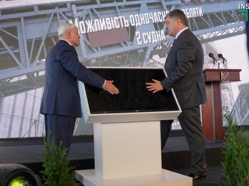 Международная выставка на «НИБУЛОНе»: запуск терминала, спуск буксира, закладка двух судов и…неудобные вопросы президенту
