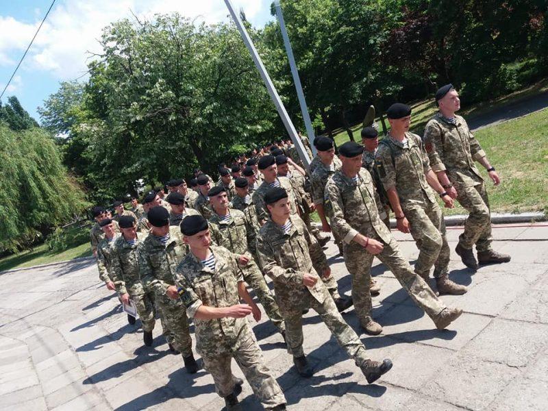 Бойцы одного из батальонов морской пехоты устроили демарш во время вручения Порошенко в Николаеве новых беретов – СМИ