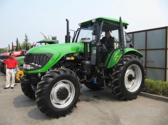 Василий Хмельницкий обещает наладить сборку китайских тракторов в Украине