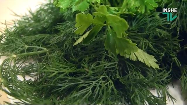 Можно ли эффективно и быстро подготовить листья зелени для салатов?