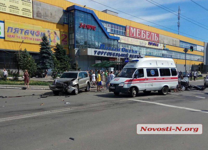 Снова авария. В Николаеве столкнулись «Рено» и «Тойота»: есть пострадавшие