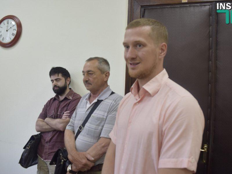 Рынку «Дзержинский» профильная комиссия снова не согласовала продление аренды, директор рынка поспорил с депутатами