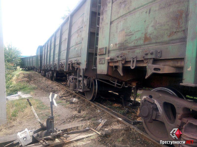 В Николаеве грузовой вагон сошел с рельсов в считанных метрах от дома
