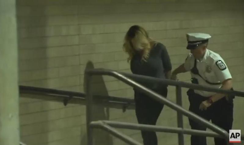 Порноактрису, которая судится с Трампом, забрали в полицейский участок