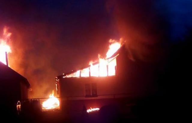 На Закарпатье сгорел детский сад: ромы подозревают поджог, полиция признаков умышленного поджога не обнаружила