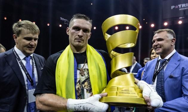 И гимн Украины звучал в Москве: боксер Александр Усик стал абсолютным чемпионом мира