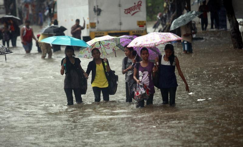 Индию заливает – в результате наводнения, вызванного ливнями, погибло 37 человек