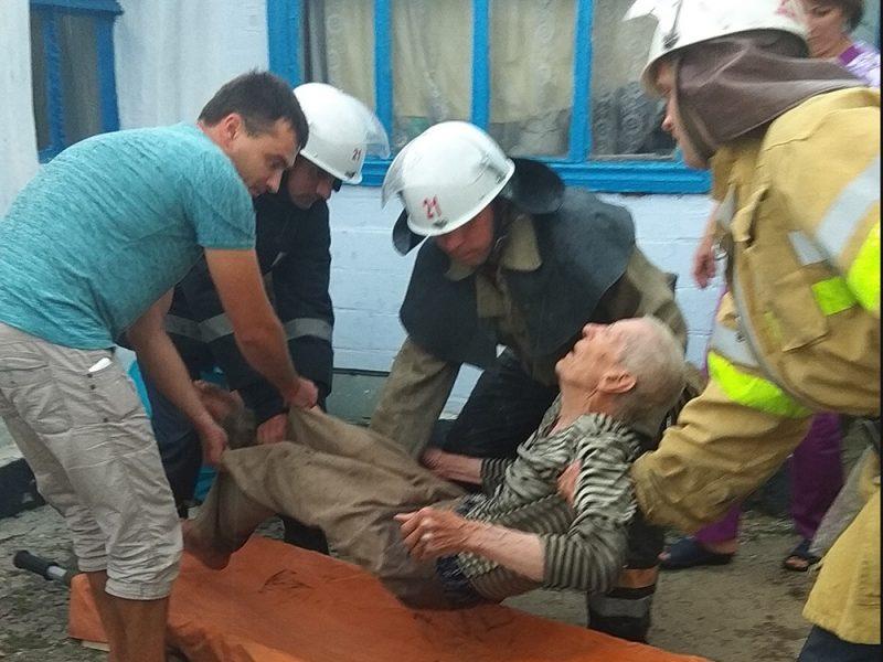 В Новой Одессе соседи вынесли из задымленного дома прикованного к постели пожилого мужчину