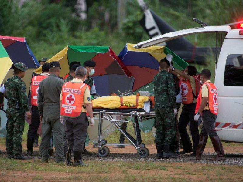 17 дней в пещерах. Сегодня в Таиланде завершилась операция по спасению юных футболистов – четверых подростков и тренера подняли на поверхность