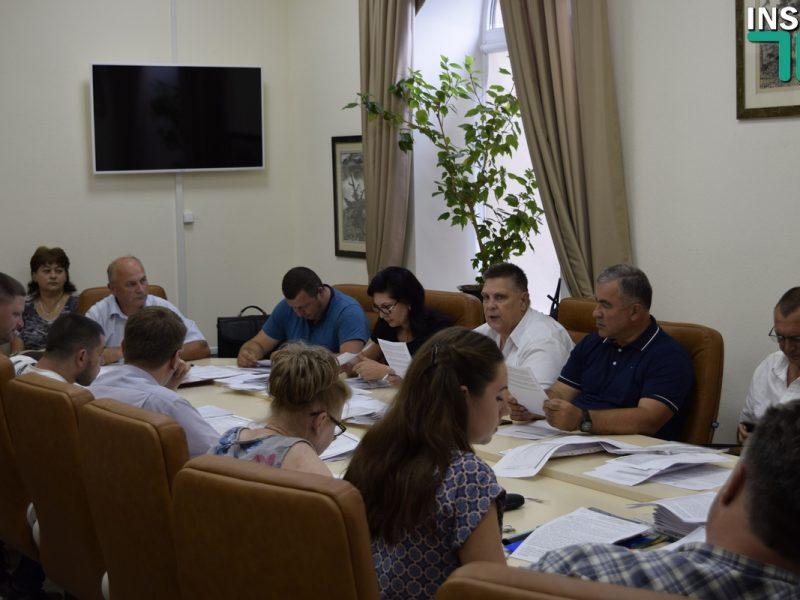 Родители учеников школы №1 имени Олега Ольжича попросили горсовет повлиять на директора: У нас реально крепостное право