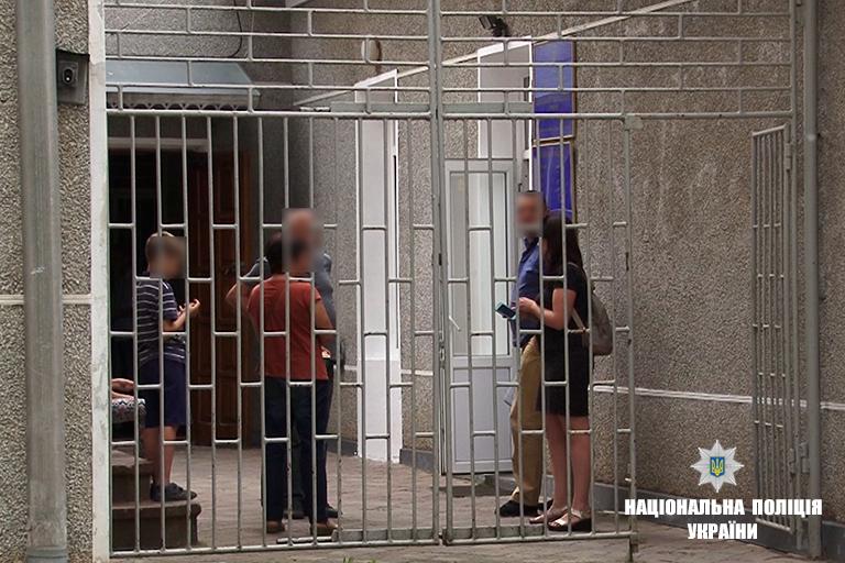 """В Ивано-Франковской области мать, чтобы наказать своих детей садила их """"на цепь"""""""