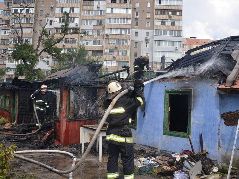 В Николаеве сгорел старый дом площадью 100 кв.м, в котором никто не жил