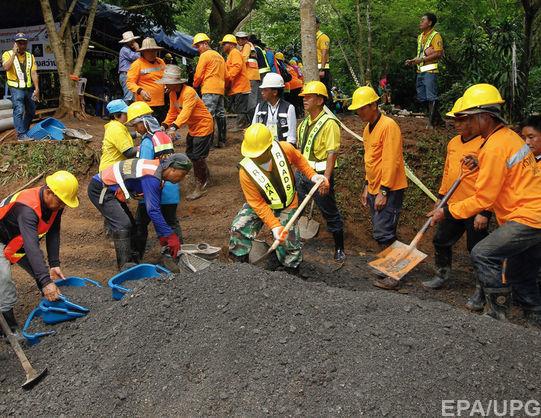 Украинские дайверы участвовали в спасательной операции футбольной команды в пещере Таиланда