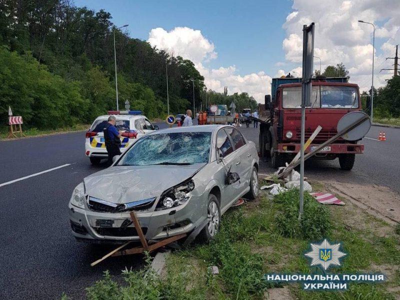 На автодороге «Киев — Одесса» водитель «Опеля» сбил группу дорожников. Один из них погиб