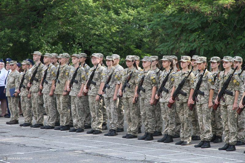 В Николаеве на верность Украине присягнули 60 студентов гражданских вузов, завершивших курс подготовки офицеров запаса