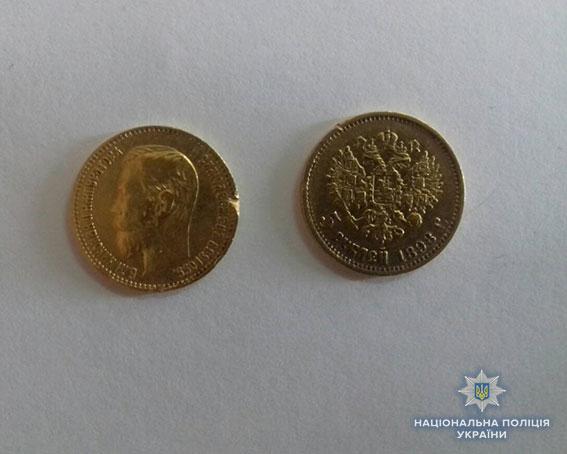 Испытание ломбардом: в Николаеве женщина украла у подруги золото на 30 тыс грн