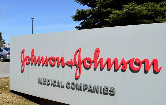За грудь как побочный эффект. Johnson&Johnson выплатит американцу $8 млрд.