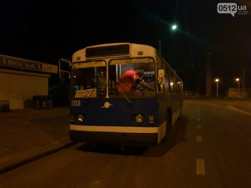 Водитель троллейбуса в Николаеве захлопнул двери и чуть не переехал ребенка