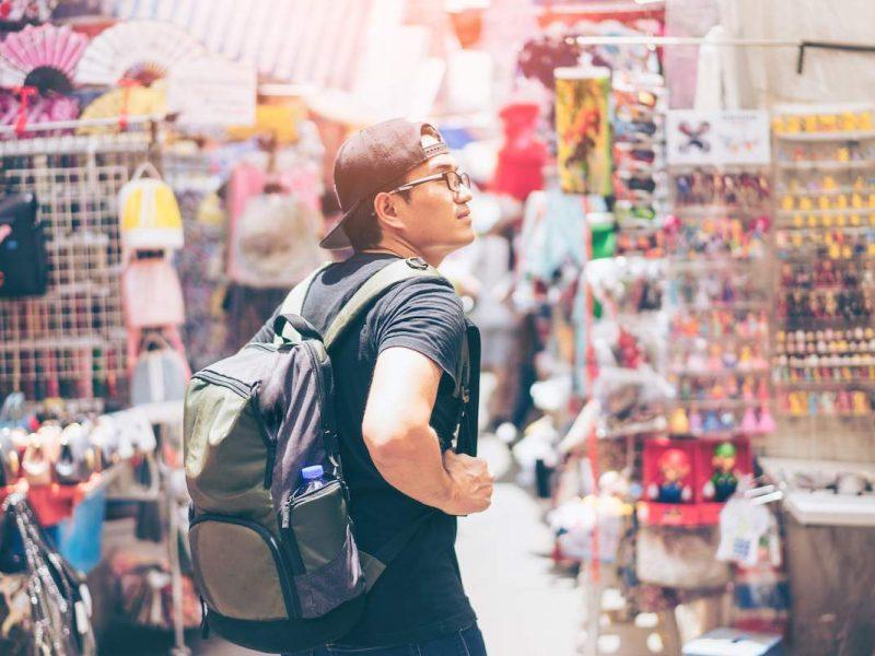 Чаевые, одежда, велосипедисты и правила этикета – чего туристу лучше не делать в различных странах мира
