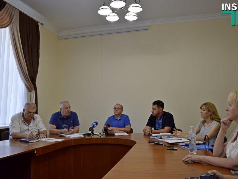 Контрольная комиссия в отчете рекомендовала Сенкевичу отстранить Кузнецова и Репина за «предвзятый и незаконный» конкурс управляющих компаний