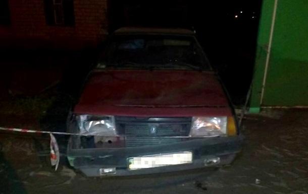 В Харьковской области водитель врезался в остановку с людьми и сбежал
