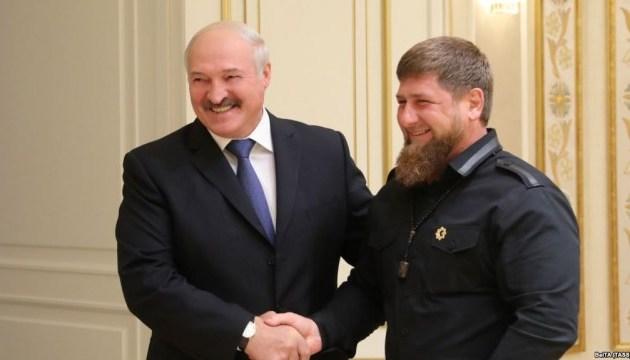 Лукашенко наградил Кадырова высшей государственной наградой Беларуси