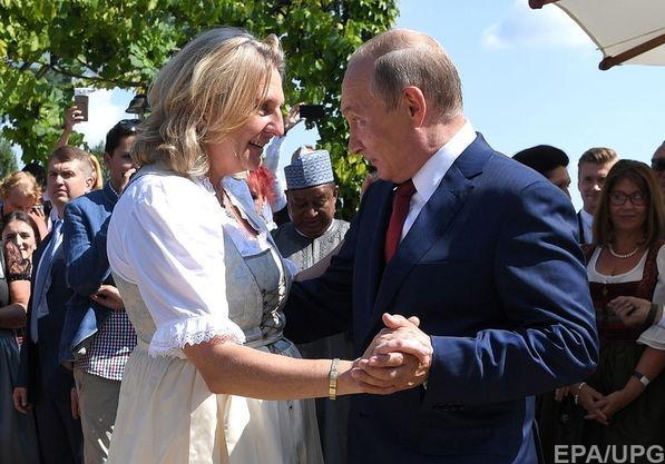 Должность за книксен: экс-министр Австрии, прославившаяся танцем с Путиным на своей свадьбе, получит должность в Роснефти