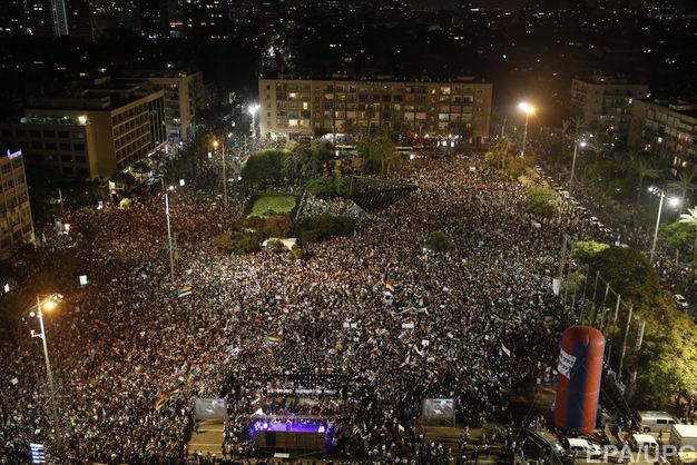 """Нетаньяху назвал закон о еврейском государстве """"не вредным"""" для меньшинств после 50-тысячного протеста в Тель-Авиве"""