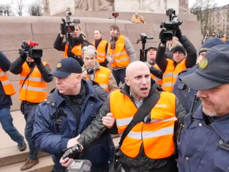 Полиция Лондона отпустила провокатора Филлипса, за него заплатили