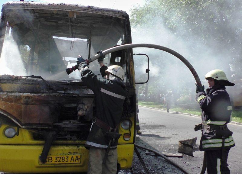 В Чернигове сгорела маршрутка. 20 пассажиров успели вовремя выбраться