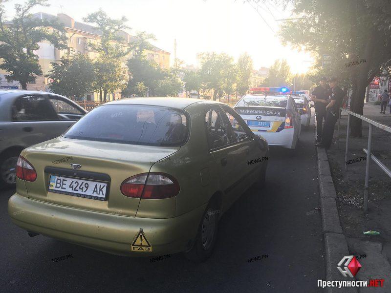 Возле Центрального рынка на пешеходном переходе автомобиль сбил женщину