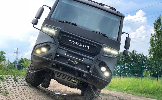 Танки грязи не боятся. В Украине создали первый в мире автобус-внедорожник
