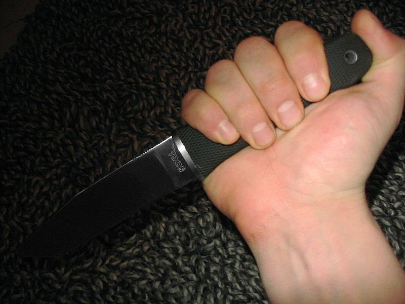 В Николаеве таксист, который  взял в заложники двух детей и бросался с ножом на патрульного, гуляет на свободе (ВИДЕО)