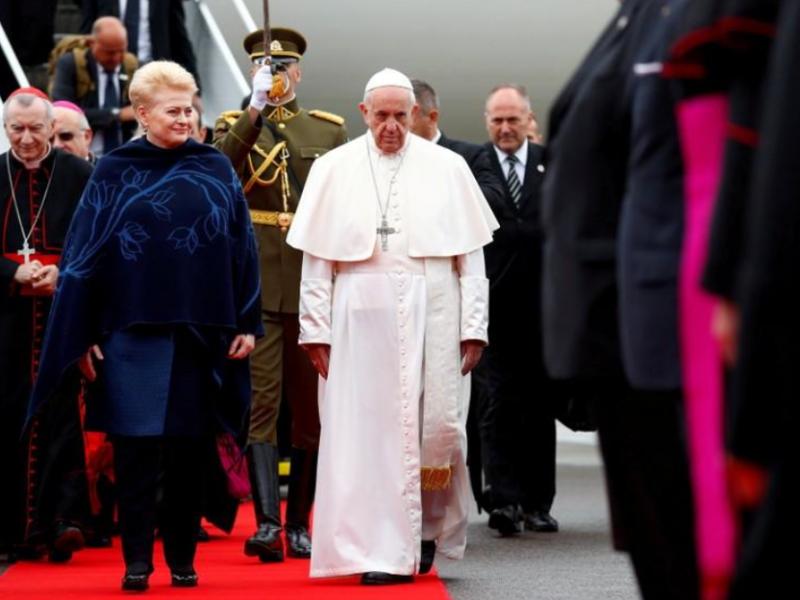 Папа поздравил католиков с Пасхой и напомнил о войне в Донбассе