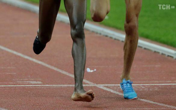 """Кенийский бегун в одном кроссовке победил в забеге """"Бриллиантовой лиги"""""""