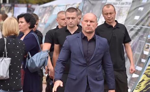 Протест. Нардеп Кива защитил кандидатскую, в ответ на это кандидат меднаук сжег свою диссертацию