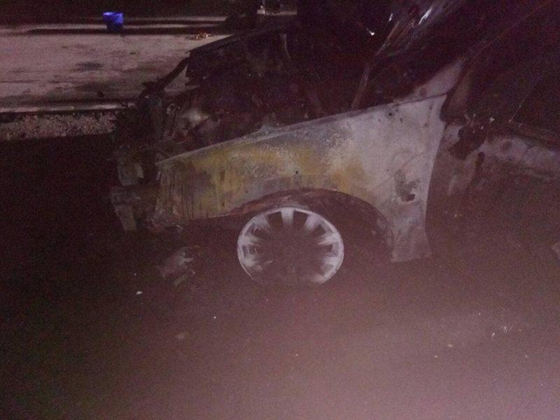 В Корабельном районе Николаева спасатели потушили горящее авто и уберегли от возгорания еще два
