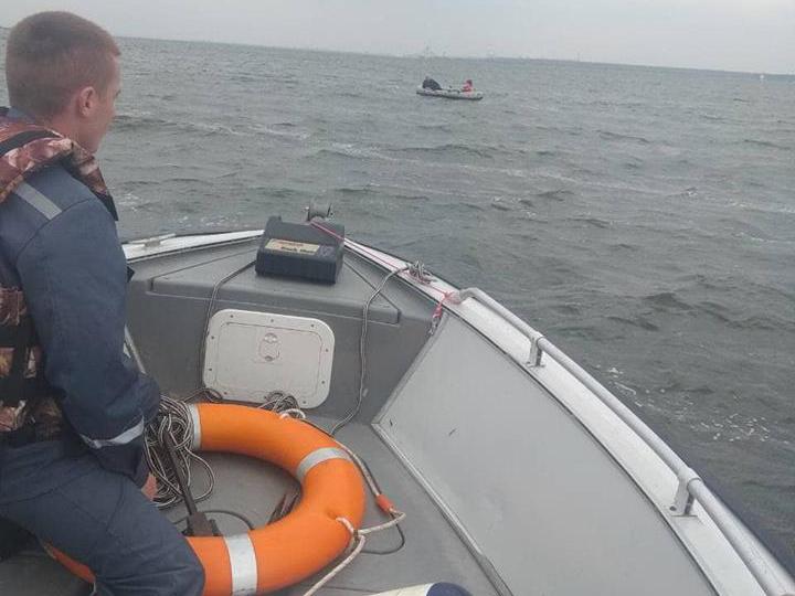 На Николаевщине спасли 4 рыбаков: у одних сломалось весло, других на лодке унесло далеко от берега