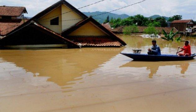Несчастная Индонезия: уже известно о 832 погибших в результате землетрясения и цунами