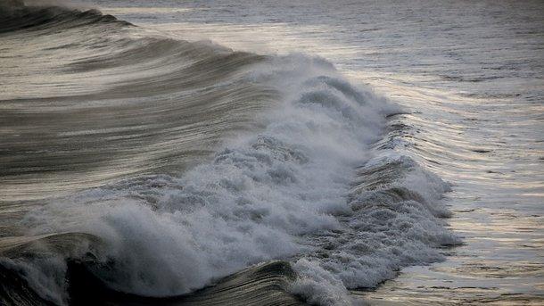 «Шквал» ливня не выдержал: экипаж российского буксира покинул судно на плоту