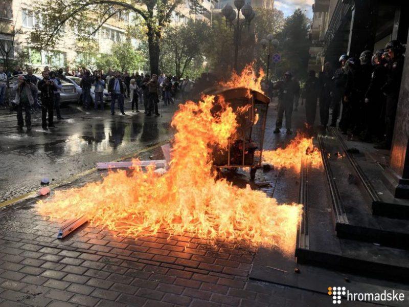 В Киеве у здания ГПУ произошли потасовки