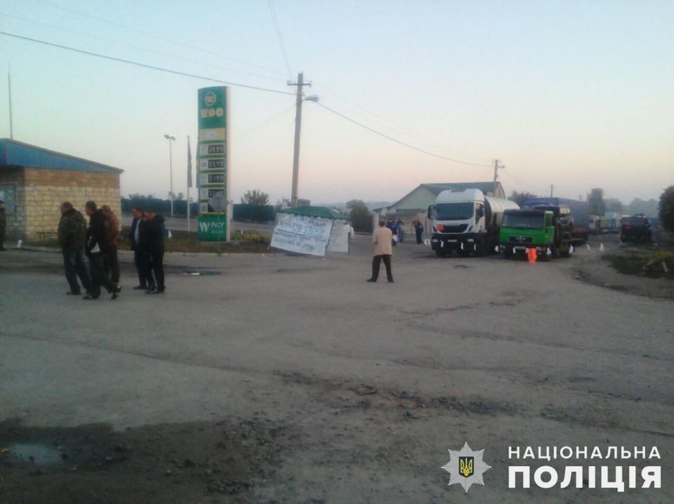 Третьи сутки на Николаевщине блокируют автодорогу Н-14. Полиция открыла уголовное производство 5
