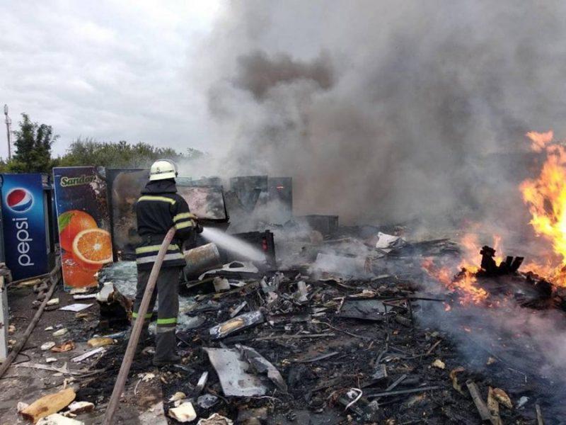 В Николаеве горела свалка старой бытовой техники