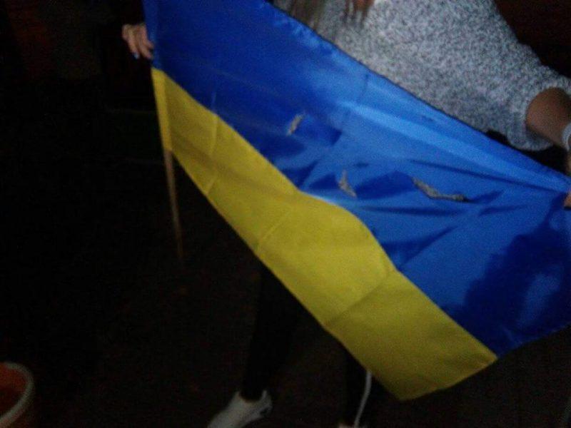 «Свободовцы» ищут людей, которые изрезали палатки и украинский флаг под мэрией Николаева