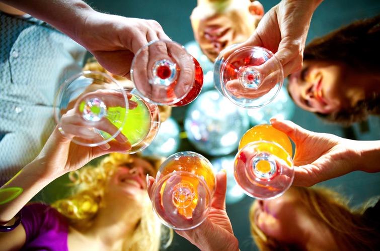 Исследование ВОЗ: 45% украинцев возрастом 15-19 лет употребляют алкоголь