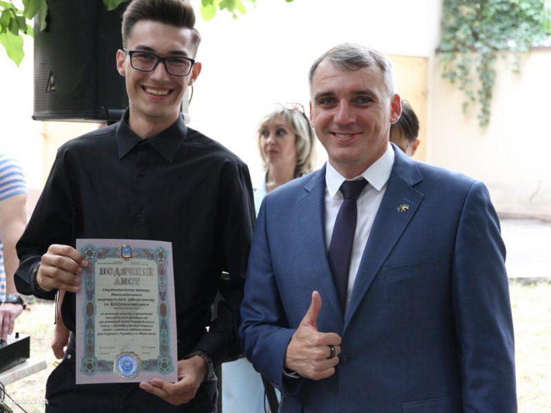 «Я хочу, чтобы молодые люди оставались в Николаеве» – Сенкевич вручил награды самой активной молодежи города
