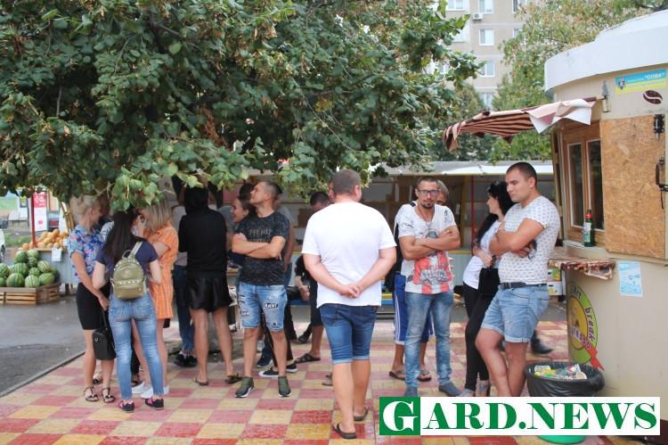 В Южноукраинске мэрия собралась демонтировать незаконные МАФы – на помощь предпринимателю пришли «титушки»